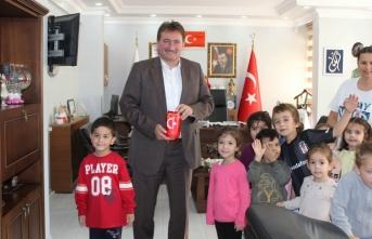 Minik Öğrenciler Başkan Gündoğdu'yu ziyaret etti