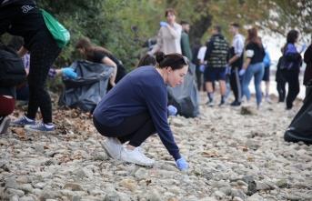 Yabancı öğrenciler Sapanca Gölü'nü temizledi