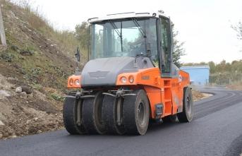 Büyükşehir asfalt ekipleri Karapürçek'te