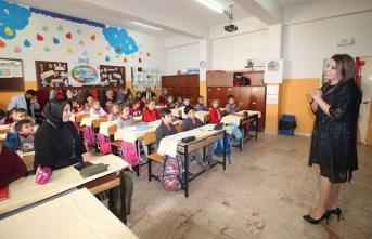 Sakarya'da Emekli Öğretmenler Derse Girdi