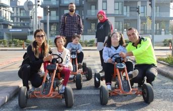 Trafik Park'ta Murat Ağabeyleri ile çok eğlendi.