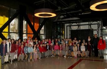 Büyükşehir 400 öğrenciyi sinemayla buluşturdu