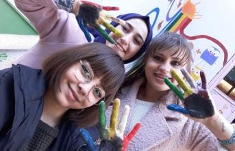 Öğrencilerden 'Renkli Umutlar Projesi'