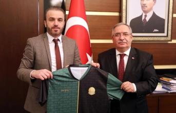 Vali nayir'e sakaryaspor'un 54. Yıl forması hediye edildi