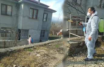 Muhtar Mustafa Çiğdem Mahallesini Dezenfekte Etti
