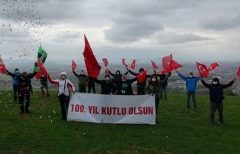 Meşaleler yakıldı Türk bayrağı ve Atatürk posteri açıldı.