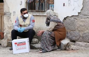 """Cansuyu """"evinize sağlık"""" projesi ile on binlerce aileye ulaştı"""