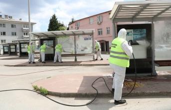 Garaj ve duraklar yıkanarak temizleniyor