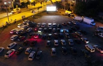Arabalı sinema etkinlikleri Erenler'de devam etti