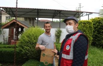 Ferizli'de hanelere maskeler ulaşmaya başladı