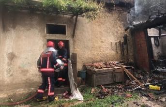 Taraklıda ahşap ev yandı
