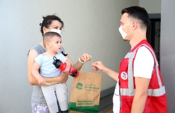 Maske ve dezenfektan dağıtımı Erenler'de devam ediyor