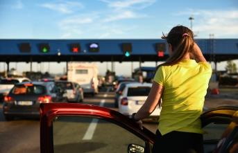 Transfergo'dan yazin türki̇ye'ye gelecek gurbetçi̇lere üzeri̇ni̇zde naki̇t taşımayın uyarısı