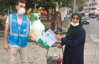 Maske ve dezenfektan dağıtımı Akyazı'da devam ediyor
