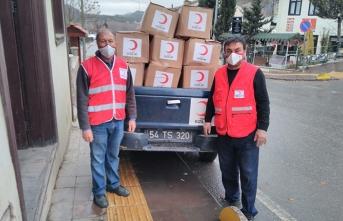 Türk Kızılay Taraklı Temsilciliği olarak ihtiyaç sahiplerine gıda yardımında bulunuyoruz.