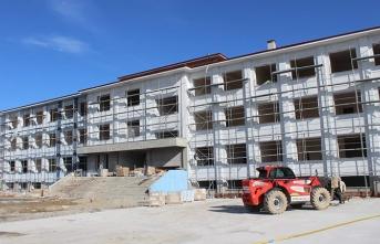 Arifiye'deki okul inşaatları tüm hızıyla sürüyor