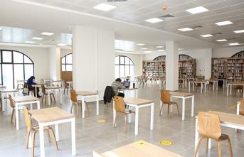 Serdivan Fikir Sanat Akademisi Kütüphanesi Okurlarını Bekliyor