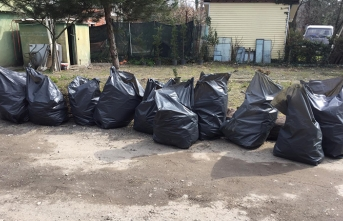 Göl çevresinden 10 poşet çöp toplandı
