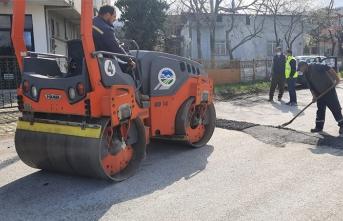 Sapanca'da Karda Bozulan Yollar Onarılıyor
