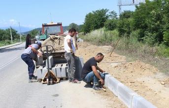 Arifiye Belediyesinin Kaldırım Çalışmaları Tüm Hızıyla Sürüyor