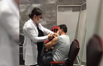 Hendek'te aşı çadırına yoğun ilgi