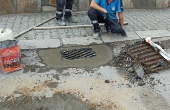 Büyükşehir Belediyesi'nden yağmur mazgallarına müdahale