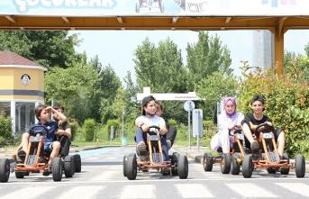 Çocuklar Trafik Park'ta Stres Atıyor