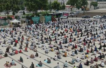 Sakaryalılar Demokrasi Meydanı'nda bayramlaştı