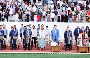 Baro Başkanı Yıldız hukuk mezunlarının mutluluğuna ortak oldu