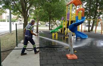 Çocuklar İçin Parklar Dezenfekte Ediliyor