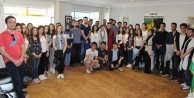 Dünya; Abhazyalı öğrencilere sahip çıktı