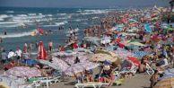 Karasu'da Plajlar Doldu Taştı