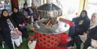 Kuveytli  Bayan Turistlerin Közde Kahve Keyfi