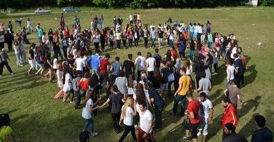 Üniversite Öğrencileri Final Öncesi Maden Deresinde Stres Attılar