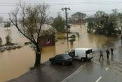 Kaynarca Karasu İlçesi Arasındaki Karayolu Sel nedeniyle kapandı