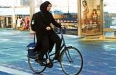 Suudi Arabistan'da bin kadın pedal çevirdi