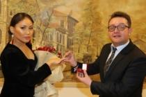 Domra Sanatçısı, ses sanatçısına evlilik teklifinde bulundu