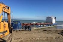 Sakarya'da Karaya Sürüklenen Gemiye Kurtarma Çalışmaları Başladı