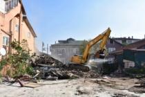 Erenler'de Metruk binalar yıkılıyor