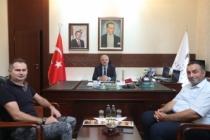Sanatçı Yener'den Eskişehir Valisi Çakacak'a ziyaret