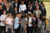 Öğrencilerden Durmuş'a Sevgi Seli