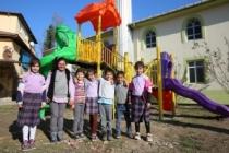 Adapazarı'nın 39 mahallesinde çocuk ve spor parkları tamam