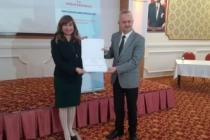 Eğitim programını tamamlayan sağlık çalışanları sertifika aldı