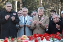 A.Gaffar OKKAN mezarı başında dualarla anıldı