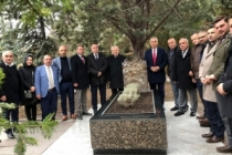 Babaoğlu, Alparslan Türkeş'in kabrini ziyaret etti.