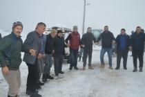 Dikmen Yaylasında Kar üstünde horon keyfi