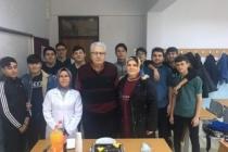 42 Yıllık öğretmene öğrencilerinden pastalı veda