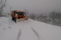 Hendek'te karla mücadele sürüyor.