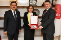 TBB Başkanı Fatma Şahin'den Başkan Sarı'ya Anahtar Teslimi