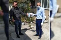 Karantinadaki Mete Sokak'a maske desteği
